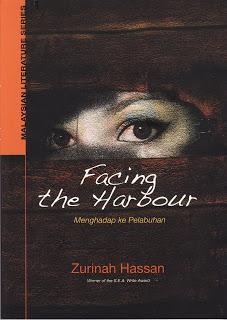 Buku kumpulan puisi Menghadap ke Pelabuhan/Facing the Harbour