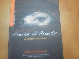 Buku koleksi puisi dengan terjemahan Spanish