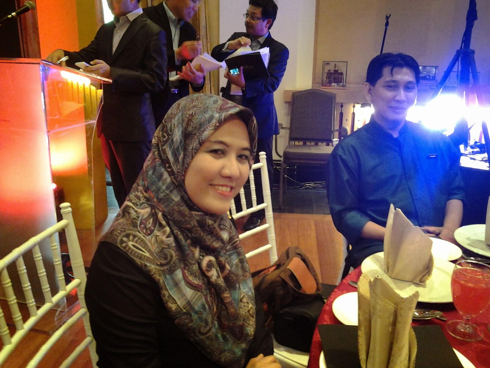 Melihat Dua Buah Puisi Raihani Mohd Saaid