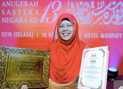 ZURINAH HASSAN FIRST FEMALE LITERARY LAUREATE.